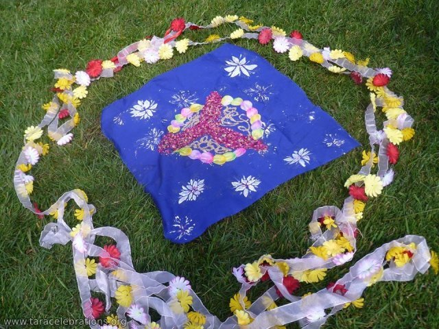 8may2016 - amma garland and Brigids cloth